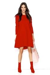 Czerwona dzianinowa sukienka trapezowa z wydłużonym tyłem