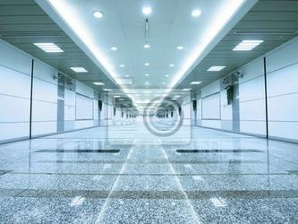Fototapeta długi chodnik w przejściu podziemnym