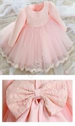 Słodka różowa sukieneczka z koronkową kwiatową górą