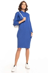 Dzianinowa sukienka z kapturem - chabrowa