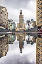 Pałac kultury w lustrze - plakat premium wymiar do wyboru: 90x120 cm