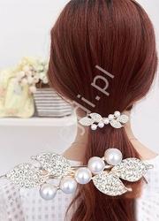 Wieczorowa spinka z sztucznymi perełkami i kryształkami