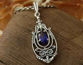 Ainsa - srebrny wisiorek z szafirem