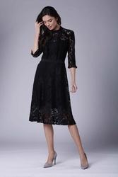 Czarna koronkowa sukienka ze stójką