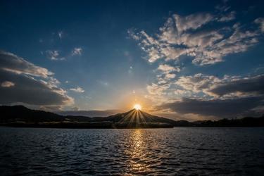 Fototapeta na ścianę słońce schowane za górą fp 3179