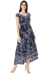Granatowa sukienka z gipiurowej kwiatowej koronki,  goddess 1471