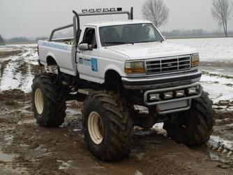 Jazda monster-truckiem dla dwojga - warszawa - 30 minut