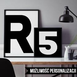 Litery, inicjały - plakat spersonalizowany , wymiary - 50cm x 70cm, kolor ramki - biały, kolorystyka - biała litera na czarnym tle, położenie - po lew