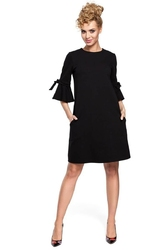 Czarna trapezowa sukienka z kokardką na rękawach
