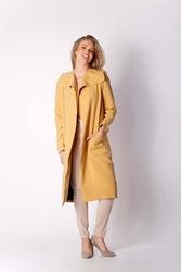 Kamelowy płaszcz z dużymi kieszeniami