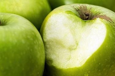 Fototapeta na ścianę ugryzione zielone jabłko fp 954