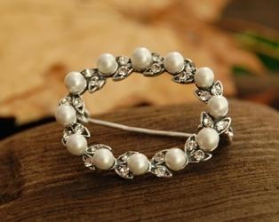 Pearl de lux - broszka z perłą i kryształkami svarovskiego