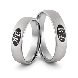 Obrączki srebrne inicjałami i czarną emalią - wzór ag-368