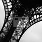 Fototapeta niski kąt widok z wieży eiffla, paryż, francja