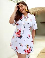 Biała tunika lub sukienka z kwiatkami plus size 133