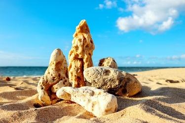 Fototapeta kawałki skał i rafy na plaży fp 1715