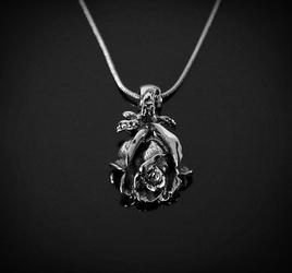 Róża - naszyjnik z łańcuszkiem